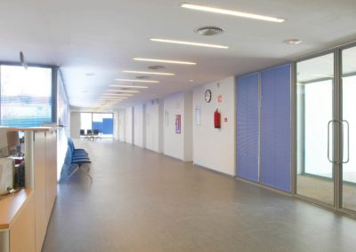 public-building-waiting-area-hospital-interior-QE3UBSF